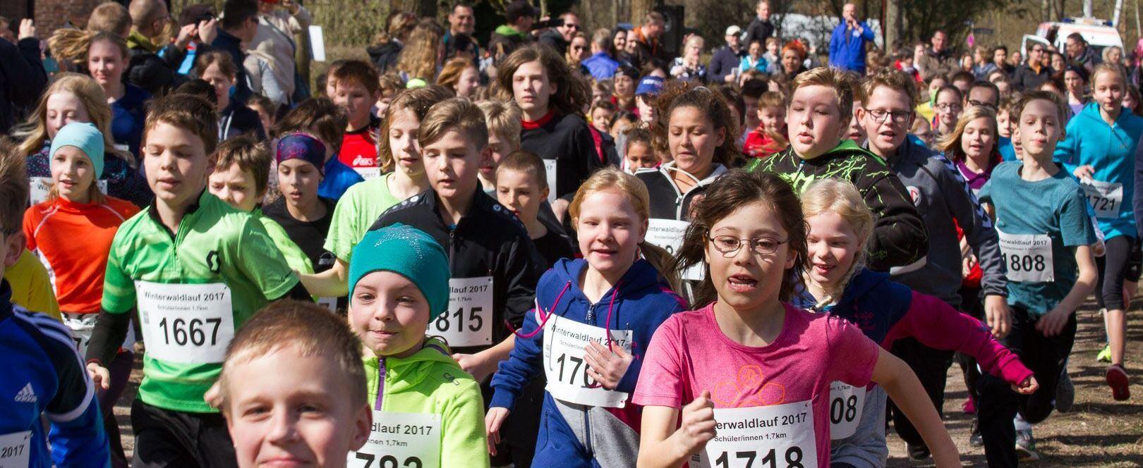 Start der älteren Kinder zur 1,7-km-Runde